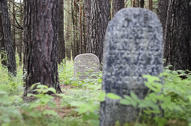 Government and Jewish Reps Agree How to Safeguard Cemeteries