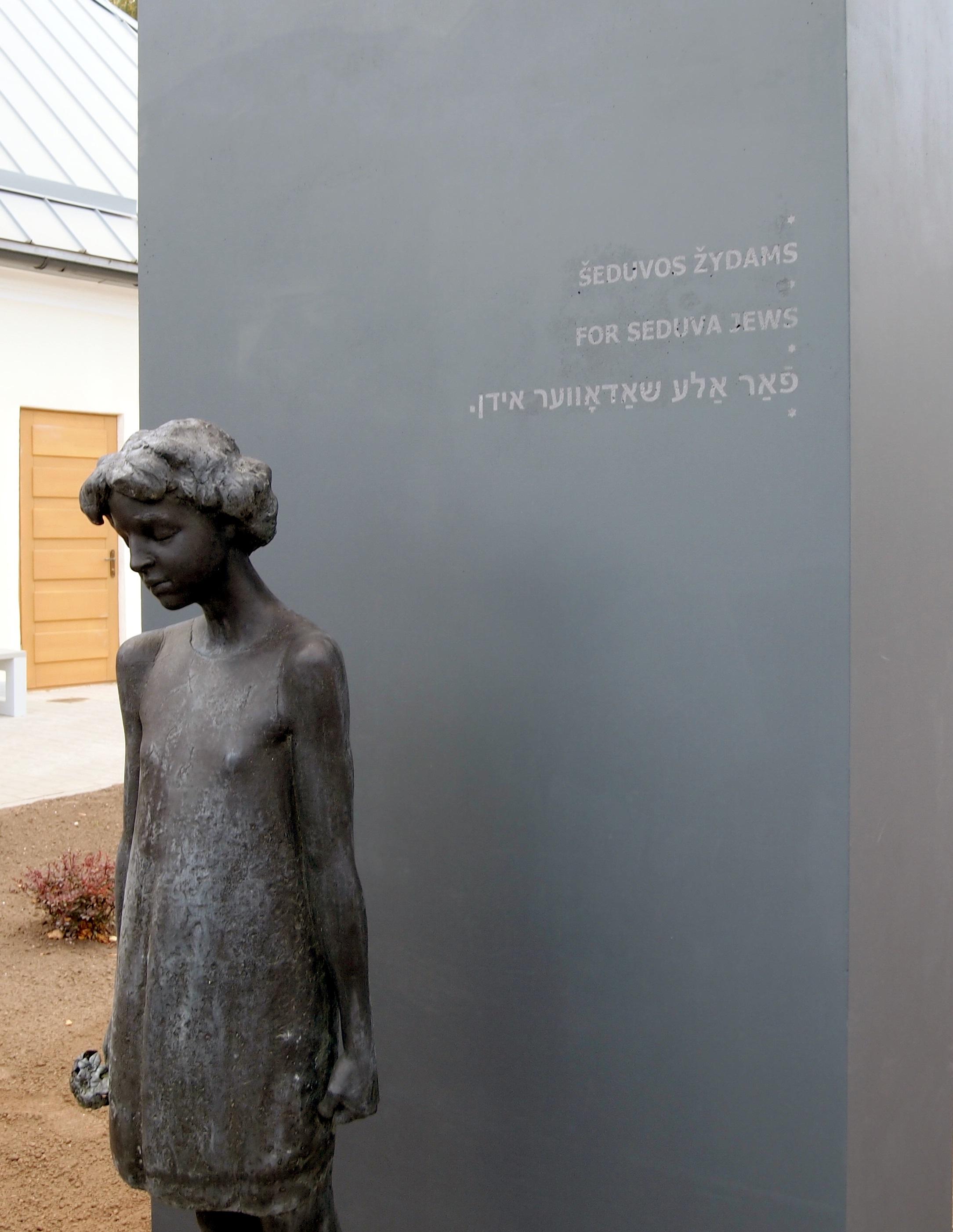 Šeduvoje atidengtas paminklas visiems vietos žydams