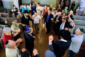 Sokis sinagogoje