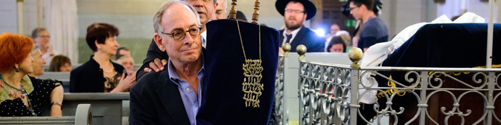 Gaon-Era Torah Scroll Returned to Vilnius