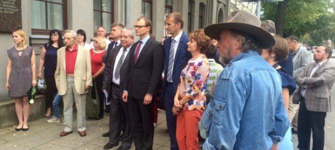 Užsienio reikalų viceministras Šiauliuose ir Molėtuose pagerbia Holokausto Lietuvoje aukas