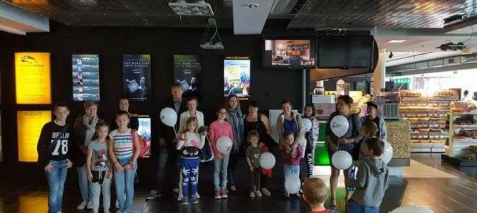 """LŽB Socialinių programų dalyviai – šeimos su vaikais pradėjo  """"Mokausi iš kino"""" programą"""