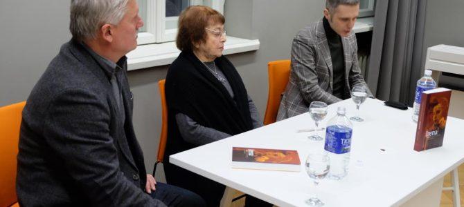 """Kauniečiai dalyvavo istoriko Aurimo Švedo knygos """"Irena Veisaitė. Gyvenimas turėtų būti skaidrus"""" pristatyme"""