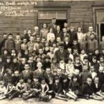 1932 1933 mokslo metai Mokiniai ir mokytojai prie Prienu pradzios mokyklos Nr. 2 (1)