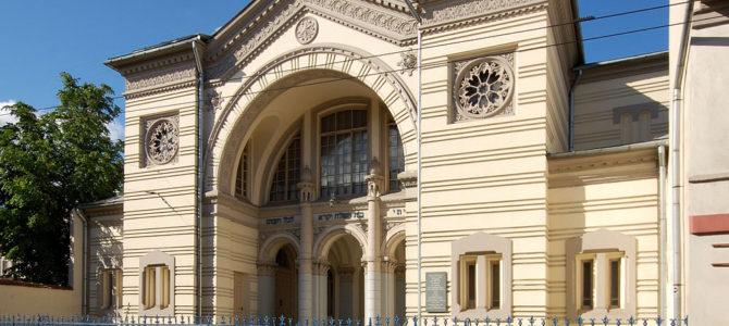 Trys kartos šalia sinagogos: gyvenimas šalia žydų