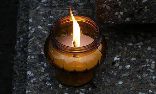 Prašymas uždegti žvakę ant gelbėtojų kapo