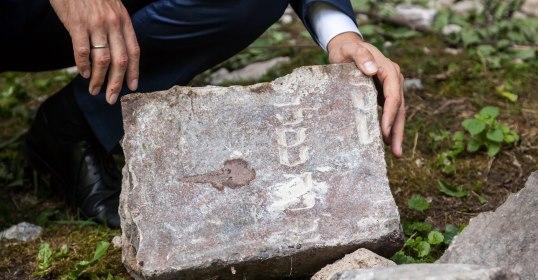 Vilniaus pagarbos ženklas – žydų antkapiai sugrąžinami į kapinių teritoriją