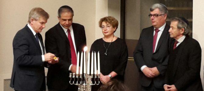 Prezidento rūmuose pirmą kartą įžiebiama Chanukos žvakė