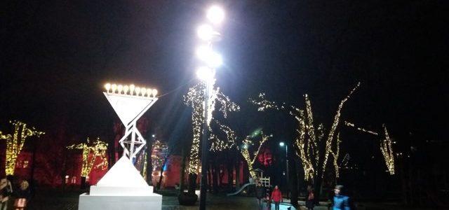 Kauno žydai švenčia, o miesto centre dega Chanukijos žvakės