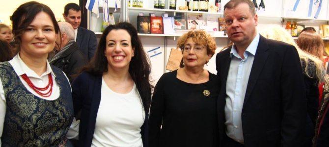 """""""Beigelių krautuvėlė"""" su Izraelio ambasada Lietuvoje dalyvauja tarptautinėje Kalėdų labdaros mugėje Vilniaus rotušėje"""