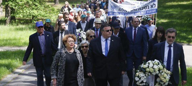 Gyvųjų maršo procesija į Panerių memorialą, skirta pagerbti Holokausto aukų atminimą