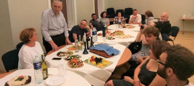 """Šabatas su Vilniaus vasaros studijų programos """"Jidiš ir jidiš literatūra""""  kursų dalyviais"""