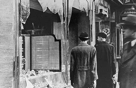 Holokaustas prasidėjo Krištolinę naktį