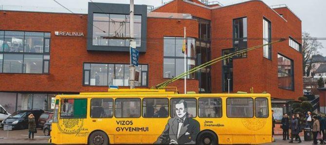 Kaune važinėja troleibusas su Čijunės Sugiharos ir Pasaulio teisuolio olando Jano Zwartendijk portretais