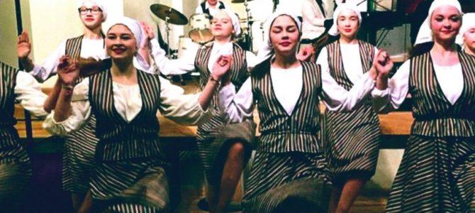 """Žydų dainų ir šokių ansamblis """"Fajerlech"""" ruošiasi koncertui Izraelyje"""