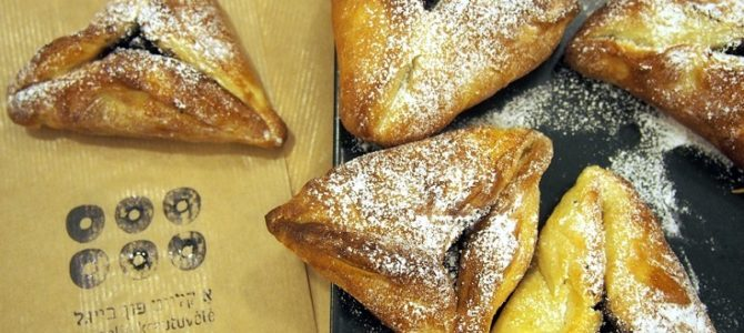 Bagel Shop Café Celebrates Purim with Hamentashen