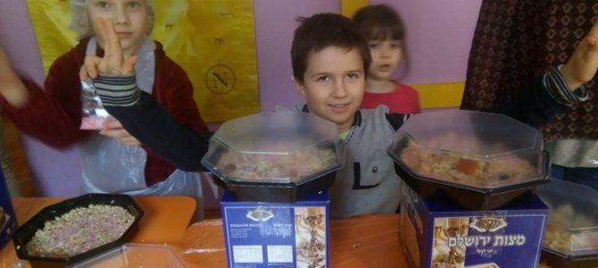 """Vaikų klubas """"Ilan"""" ruošiasi Pesachui"""