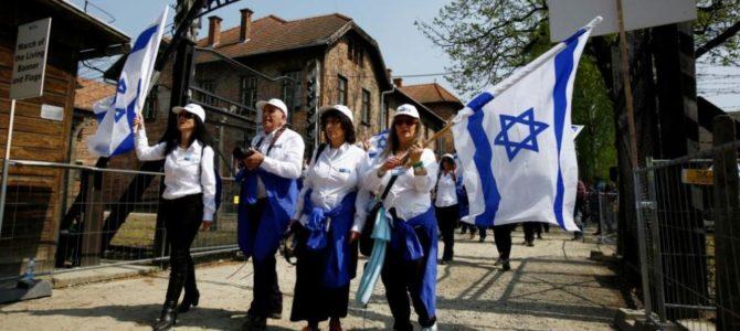 """Тысячи человек приняли участие в """"Марше живых"""" в Освенциме"""