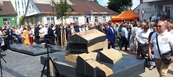 Memorial to Jewish Community Unveiled in Jurbarkas by Ilanit Chernic