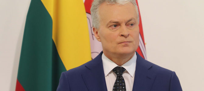Президент Литвы считает, что решение мэра Вильнюса снять мемориальную доску Й. Норейке, раскололо общество.