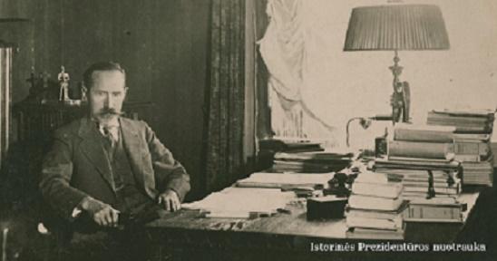 Kviečiame  į prezidento Antano Smetonos  145-ąsias gimimo metines, Istorinės  Prezidentūros kiemelyje
