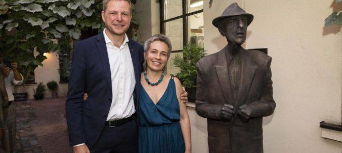 Vilniuje šeštadienį atidengta skulptūra žydų kilmės Kanados dainininkui, dainų kūrėjui ir poetui Leonardui Cohenui