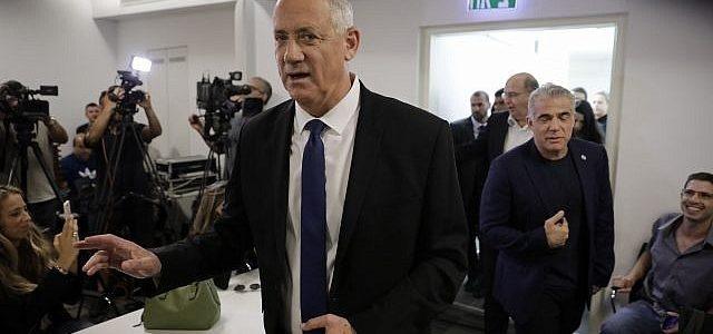 Gantzas sako, kad jis turėtų vadovauti Izraelio vienybės vyriausybei, atmeta dešiniųjų vadovaujamą koaliciją