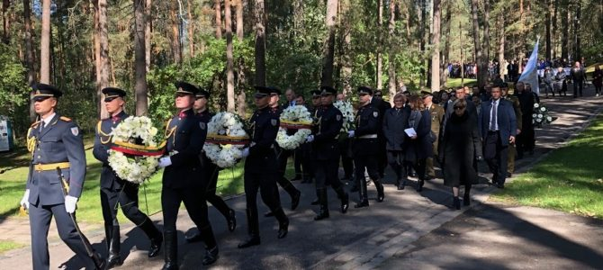 День памяти жертв геноцида евреев Литвы у Панеряйского мемориала