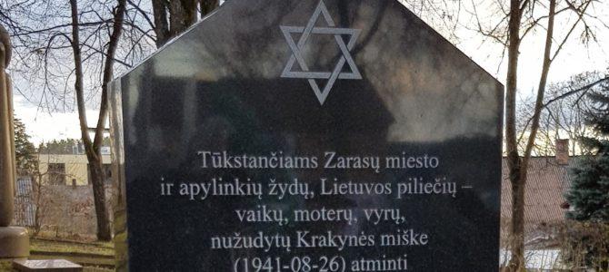Zarasuose atidengtas paminklas Holokausto aukoms atminti