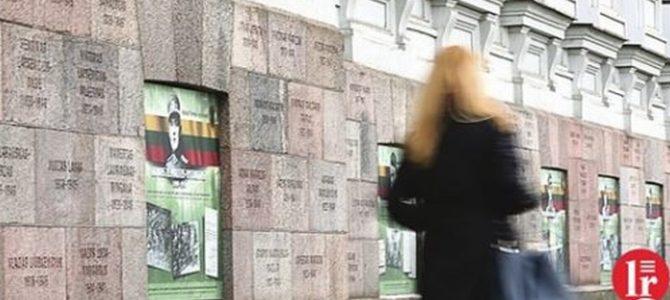 Bręsta dar vienas skandalas: aiškėja, kad ant kankinių sienos Vilniaus centre – ne tik angelų vardai