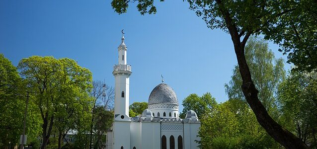 Teens Suspected of Vandalizing Mosque and Synagogue in Kaunas
