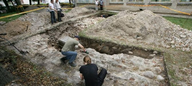 City of Vilnius Again Promises to Remove School from Great Synagogue Site