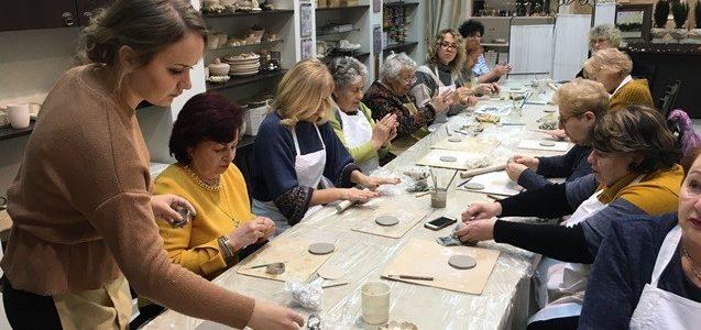 Приятно и с пользой! Еврейская община Шяуляйского края побывала в художественной студии «Menojа»