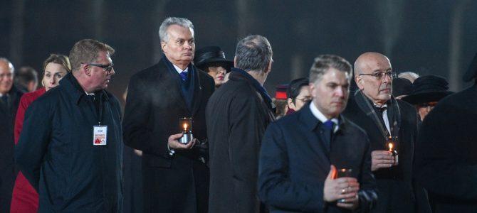 Президент Литвы почтил память жертв Холокоста в Освенциме