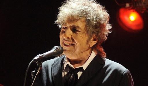 Bobas Dylanas pirmą kartą per aštuonerius metus pristatė naują dainą.