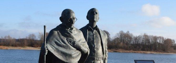 Rusnėje bus pagerbtas Mahatma Gandis ir jo artimas bendražygis iš Lietuvos H. Kallenbachas