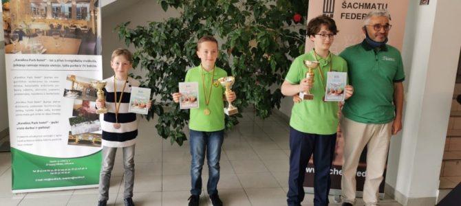 Šiaulių krašto žydų bendruomenės narys 11-os metų Daniel Šer Lietuvos šachmatų supermaratone iškovojo aukso, sidabro ir bronzos medalius
