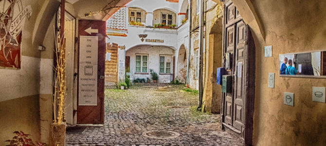 """Приглашаем на экскурсию """"Удивительные истории Вильнюсских двориков"""""""
