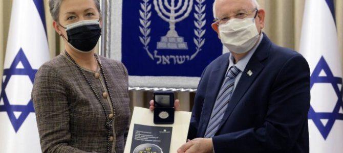 Президенту Израиля вручена монета, выпущенная в честь Виленского Гаона