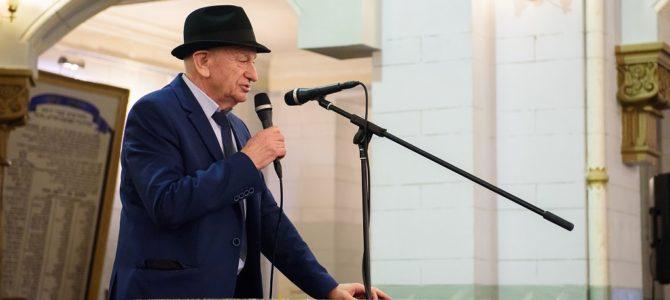 Simas Levinas- pirmasis pokario Vilniaus žydų mokyklos direktorius. Dabar jis Lietuvos žydų religinės bendrijos pirmininkas