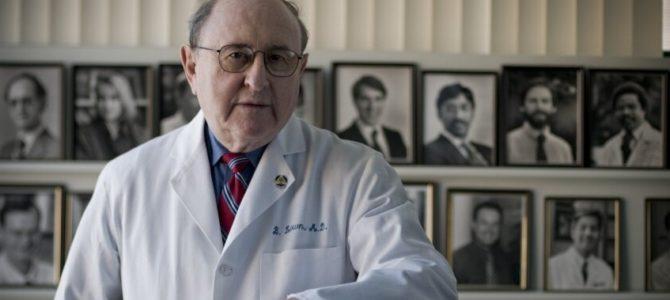 Utenojegimęs Nobeliotaikospremijos laureatas, gydytojas Bernardas Launas (BernardLown), kardiologas, profesorius išradėjas, mirėlikus keturiems mėnesiams iki savo šimtmečio