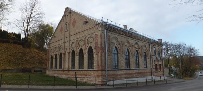 History of the Alytus Synagogue: From House of Prayer, to Salt Storehouse, to Poultry Hatchery