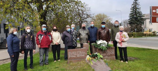 Gegužės 8 ir 9 d. Panevėžio miesto žydų bendruomenės nariai pagerbė Antrojo pasaulinio karopabaigos 76 –ias metines.
