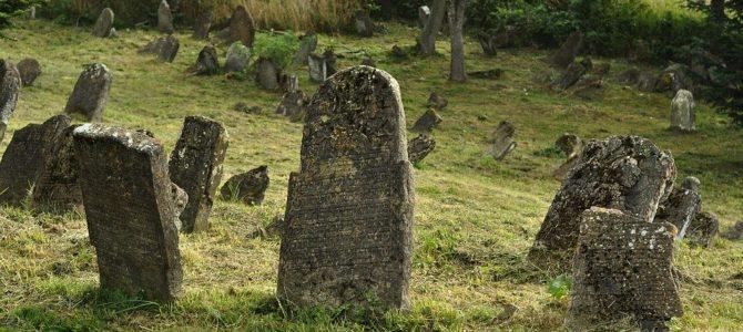 Почти половина еврейских кладбищ Европы нуждается в защите