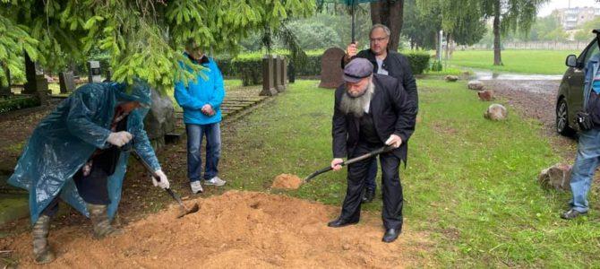 Церемония захоронения священных текстов на Вильнюсском еврейском кладбище
