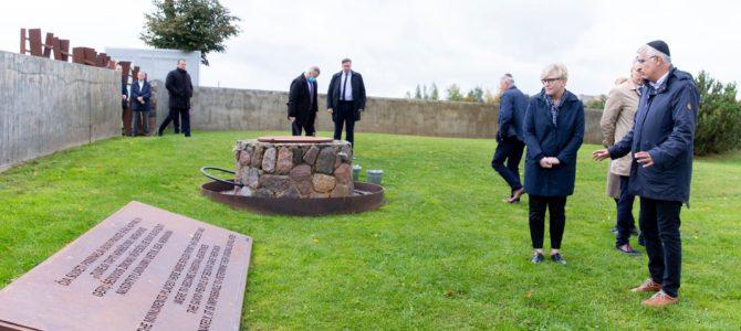 Премьер-министр Литвы почтила память жертв Холокоста в Шедуве