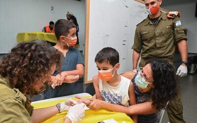 """Tyrimas rodo, kad 11% Izraelio vaikų, užsikrėtusių virusu, kenčia nuo """"ilgai trunkančio COVIDO"""""""