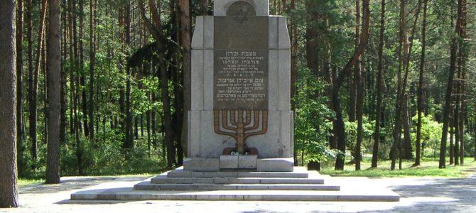 """""""Atminties kelio"""" eisenos dalyviai pagerbė Holokausto aukas Paneriuose"""