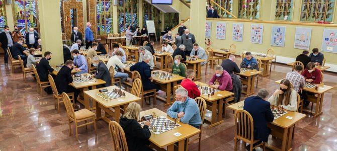 """Seimo rūmuose surengtame kasmetiniame turnyre paaiškėjo šachmatų varžybų """"Lietuvos Respublikos Seimo taurė – 2021"""" nugalėtojai"""